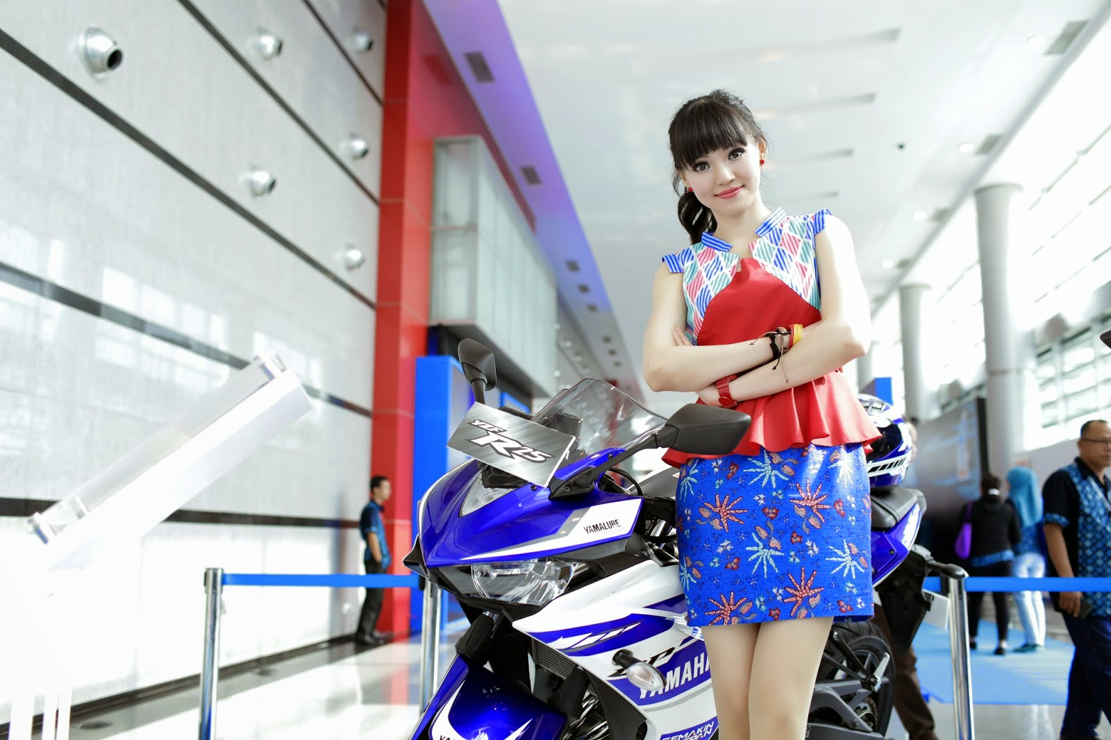 review-yamaha-yzf-r25-ben-nguoi-dep-indonesia