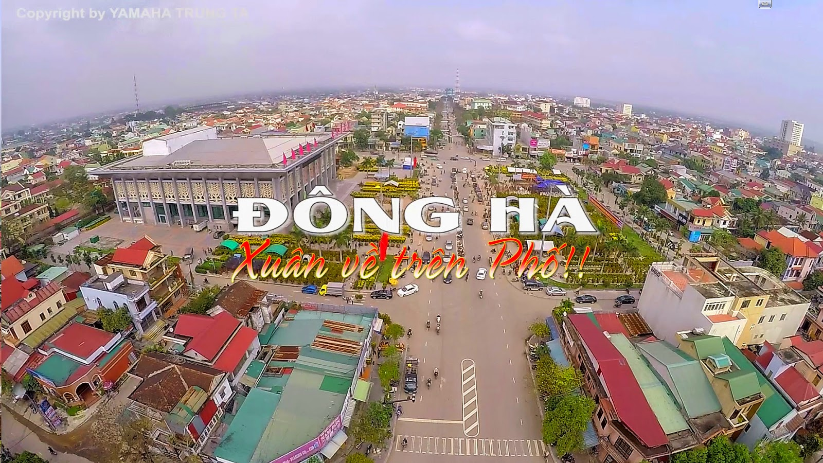 video-dong-ha-xuan-ve-tren-pho